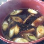 そば処 三喜庵 - 鴨つけめんのつけ汁、温かいそばのどんぶりサイズでやってきました。