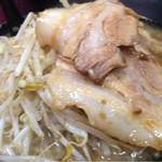 自家製太麺 ドカ盛 マッチョ - 醤油ラーメン