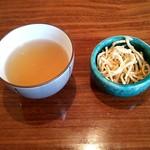 あかりや弧仙 - ほうじ茶と蕎麦揚げ