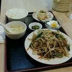台湾料理 八福 - メガ豚もやし定食