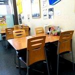 長浜ナンバーワン - テーブル席