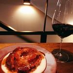 TABLE O TROIS - ミートバウムクーヘン¥1980 とグラスワイン(ハッピーアワーで¥300)