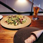 TABLE O TROIS - 奥がダンデライオン¥1080、手前が鶏レバームース