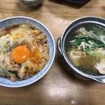 66539955 - 今回いただいた親子丼(580円)とかしわ鍋(420円)
