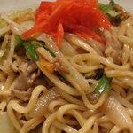 さくら - 沖縄風焼きそば>沖縄そばの麺でボリュームあり