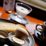 五十鈴川カフェ - トースト、ゆで卵、ヨーグルトのセットです♪