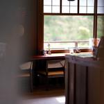 五十鈴川カフェ - 開店前に暖簾から覗いてみる。