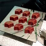 結庵 - 木いちごのチョコレートボンボン@扇型。とろりとした酸味あるラズベリーガナッシュ