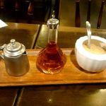 カフェ・ハイチ - ミルク、ラム酒、コーヒーシュガー