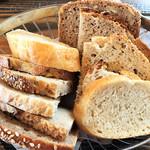 66546117 - ドイツパンの盛り合わせ