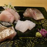 66547323 - 刺身盛合せ。カマス、太刀魚、赤甘鯛、サワラ。