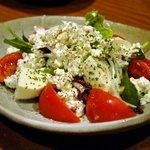 和座わざ - フルーツトマトと2種のチーズのサラダ