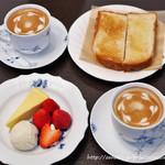 Kuromimirapan - カフェラテ&トースト&紅ほっぺと自家製チーズケーキのフランス産アイスクリーム添え