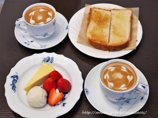 Cafe Kuromimi Lapin - カフェラテ&トースト&紅ほっぺと自家製チーズケーキのフランス産アイスクリーム添え