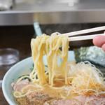 とんぱた亭 - 麺リフトアップ