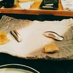 一匠 - その後らーめん屋にハシゴすることを話していたからか、小さな握り寿司はまずはこはだ。