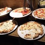 66553510 - 1705_SALVATORE CUOMO & BAR 千里中央_pizzaは5~6種類