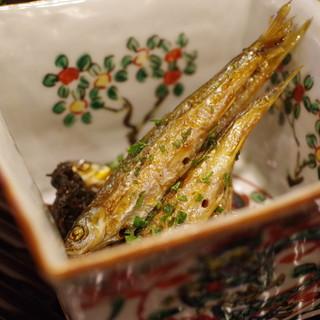行楽庵 - 料理写真:ホンモロコの木ノ芽醤油焼き