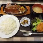 66555562 - 寿楽厳選サーロインステーキセット(ライス大盛)+こだわりのメンチカツ