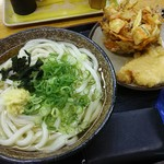 こがね製麺所 - かけうどん中(2玉)とかき揚げ、鶏天