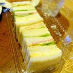 関口フランスパン - バーサンド(タマゴ・ポテト・ツナ・ハム)410円