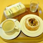 関口フランスパン - ホットコーヒー320円、バーサンド410円、フォグとナッツのデニッシュ194円