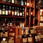 66558253 - お酒のボトルで壁が出来てる…と感じるくらい、所狭しとボトルボトルボトル(笑)