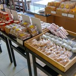 五勝手屋本舗 - 店内4・御菓子いろいろその1、「中花饅頭」がありました。