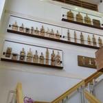 五勝手屋本舗 - 階段の踊り場には、これまで使われていた和菓子の木型が飾られていました