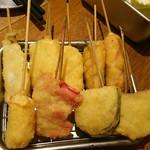 串かつ でんがな - 牛、鳥、イカ、赤ウインナ、キス、茄子、玉ねぎ、紅生姜、単品チーズ