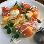 66566014 - 2017/05 Smoked Salmon Scrambled Eggs with Mascarpone Dill Cream and Ricotta Cheese(スモークサーモン、イクラ、マスカルポーネのスクランブルエッグ)1,600円