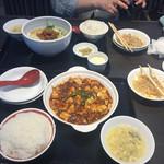 辣醤中華 味くら - 2017年5月。麻婆豆腐と麻辣麺。