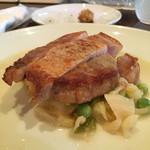 ルール ブルー - 越後もち豚ロース肉 春キャベツ うすい豆