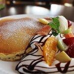カインズ カフェ - 特製 フレッシュフルーツパンケーキ(飲物付)850円