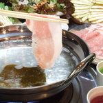 水炊き風もつ鍋 もつ彦 - 日南もち豚しゃぶしゃぶ 驚く柔らかさと旨さです