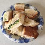 ボストンベイク - ボリューム満点サンドイッチです。