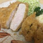 とん八亭 - ロースとんかつ定食(1800円)