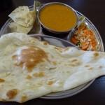 インドネパール料理 ヒマラヤキッチン - ◆お試しカレーセット(750円:税込)・・キーマカレー・ナン・サラダ・パパドのセット。 以前は付かなかった「パパド」がセットになっています。 ただこの価格帯のセットは、カレーの選択肢が以前より少なくなったような。