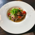 カフェ オニヴァ - 神山鶏とオリーブの地中海風煮込み