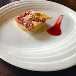 カフェ オニヴァ - いちごのクラフティ   酸味と甘みとプルプルが美味です❤️
