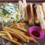 珈琲カレーダイニングたんぽぽ - 玄米パンのハムたまごサンドウィッチ