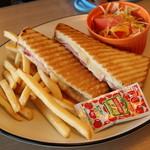 ロイヤルスカイガーデンカフェ - 黒豚ハムとチーズのホットサンド
