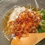 魚貝三昧 げん屋 - 新たまねぎのサラダ