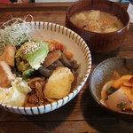 6658527 - ランチ(豆と野菜の有機玄米丼セット)