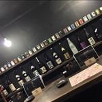 九州 かしわや - 目の前には焼酎や日本酒ワンカップが並ぶ!!お酒好きにはたまらないカウンター席!!