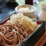 江戸変わりそば 飯嶋 - 料理写真:田舎と変わり蕎麦(木の芽)を二種盛で