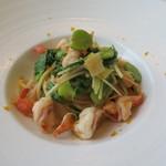 66584294 - 29年5月 キタッラ 海老と青菜和え カラスミがけ