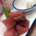 立呑み晩杯屋 - マグロ刺¥200