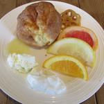 カフェ&レストラン グリーンテーブル - ポップオーバーとフルーツとスイーツトッピング