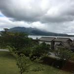 桜華亭 - 窓から見える桜島